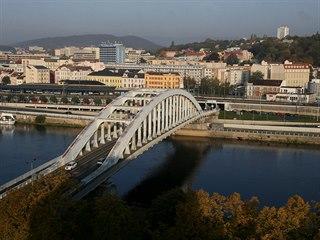Pohled na Benešův most v Ústí nad Labem ze střechy ústeckého krajského soudu....