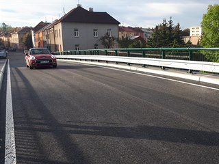 Po více než osmi měsících dnes skončila dopravní uzavírka v lounské Říční...