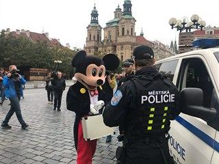 Po začátku platnosti nové vyhlášky strážníci pokutovali na Staroměstském...