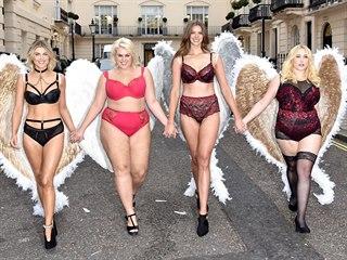 Plus size modelky Ashley Jamesová, Felicity Haywardová, Robyn Lawleyová a...