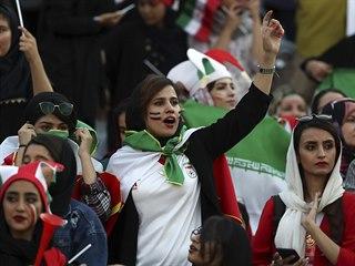 Íránské fanynky dostaly příležitost vrátit se do hlediště fotbalových zápasů.