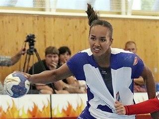 Anna Vodná (vlevo) z Veselí nad Moravou v utkání interligy