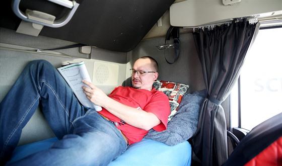 Lůžko v kabině: vítané vybavení během povinných přestávek.