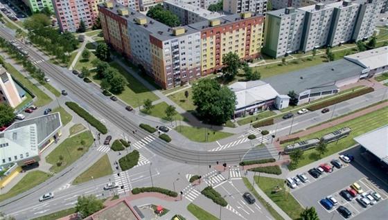 Prodloužení tramvajové trati v Olomouci (na snímku vizualizace vzhledu křižovatky ulic Zikova a Schweitzerova po dokončení druhé etapy) město možná odloží.