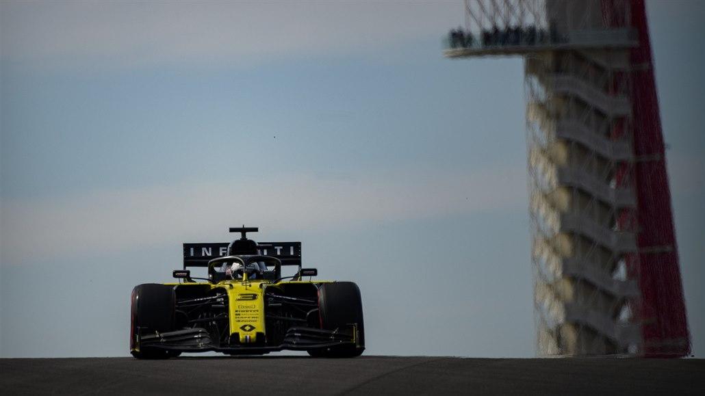 Ricciardo využil odložení formule 1 k tréninku i jízdě na traktoru