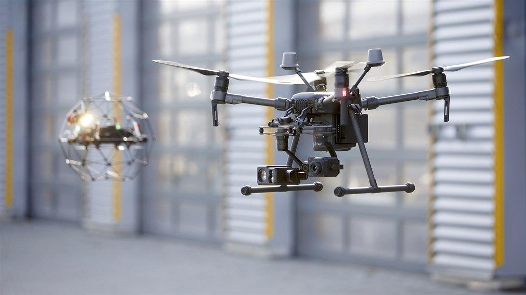 Až 50 tisíc lidí čeká nyní registrace jejich dronů atesty. Budou mít čísla