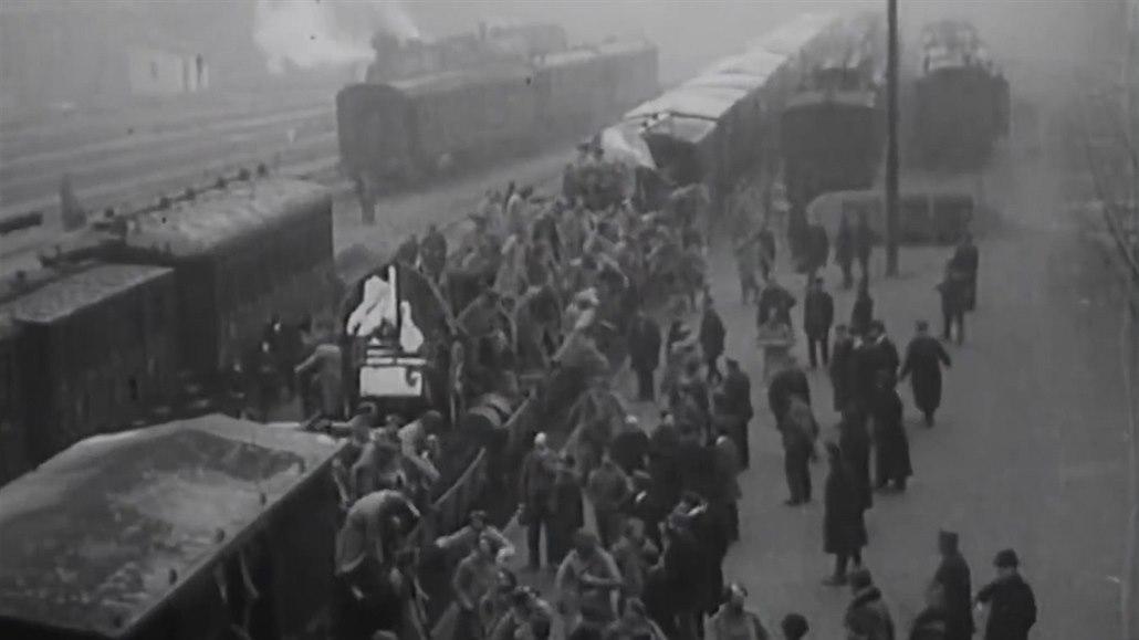 Rok po vzniku Československa trčely tisíce legionářů na Sibiři