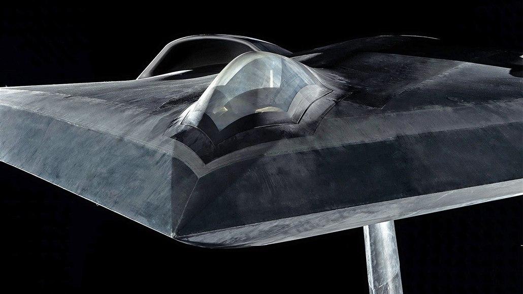 Model dronu Airbusu ukazuje technologie budoucí evropské stíhačky