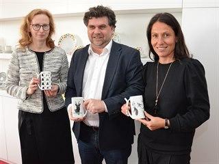 Jana Göbel z Porzellanikon Selb, koordinátor workshopu Jaroslav Dolina a...