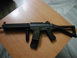 Airsoftové zbraně, kvůli kterým mladík neváhal vydírat.