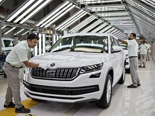 Kvalifikovaní indičtí pracovníci vyrábějí škodovky pro tamní trh.