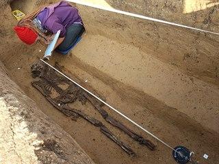 Hrob muže z druhé poloviny 5. století našeho letopočtu objevili archeologové...