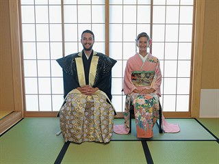 Čajový rituál v kimonech ze Sharakukan v Kisarazu