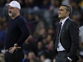 Barcelonský trenér Ernesto Valverde a jeho slávistický protějšek Jindřich...
