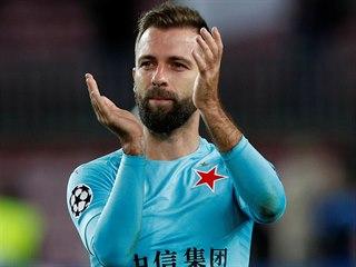 Slávistický záložník Josef Hušbauer po zápase s Barcelonou tleskal fanouškům.