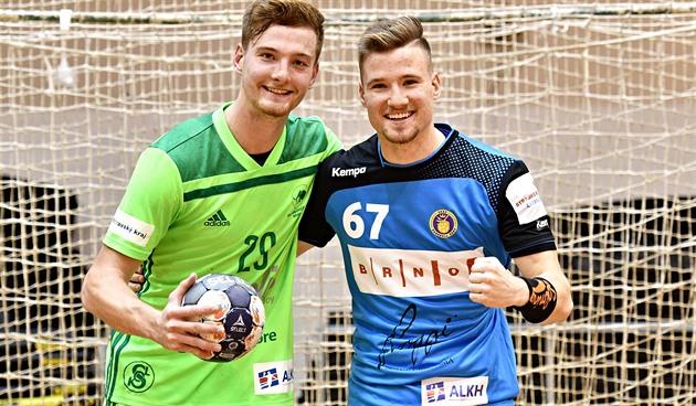 Zatímco Vojtěch Číž (vlevo) hraje za Maloměřice, jeho dvojče Ondřej nosí dres...
