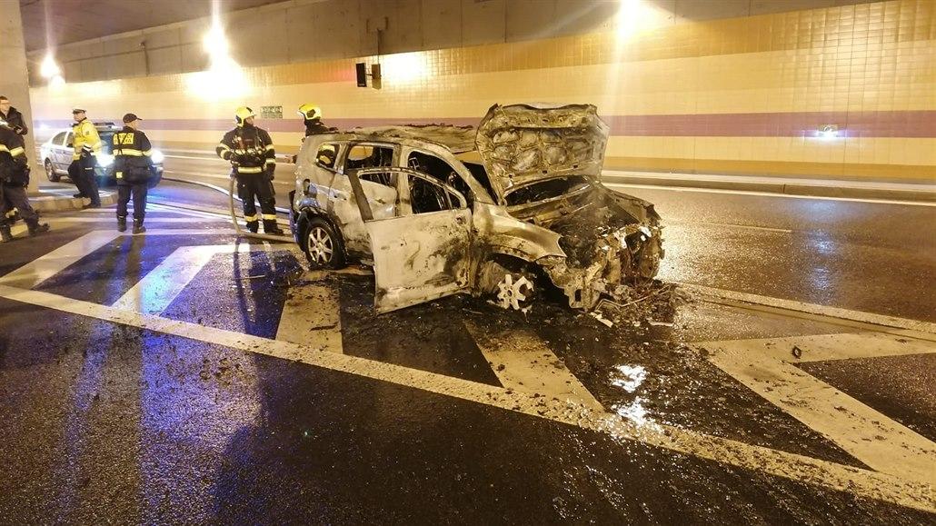 Požár auta blokoval v obou směrech tunelový komplex Blanka