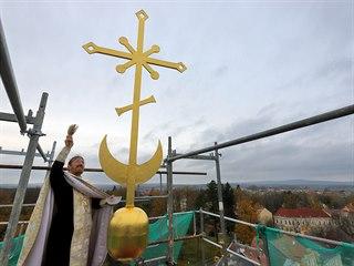 Otec Vít Metoděj Kout světí nově zrekonstruovanou věž chrámu sv. Olgy. Liturgie...