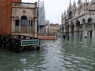 Benátky postihly nejhorší záplavy od roku 1966, voda stoupla až do výšky 187...
