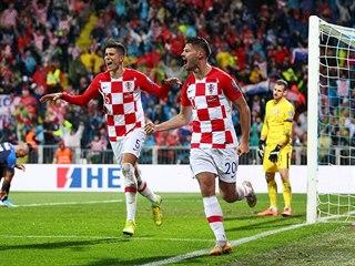 Chorvat Bruno Petkovič se raduje z gólu, který vstřelil během zápasu proti...