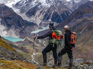 Za dvoudenní stoupání jsme odměněni nádhernými výhledy na okolní jezera a hory,...