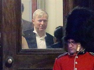 Bývalý šéf ČEZ Martin Roman (uprostřed) uspořádal v Londýně oslavu svých...
