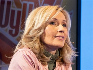 Moderátorka Tereza Pergnerová v diskusním pořadu Rozstřel. (15. listopadu 2019)