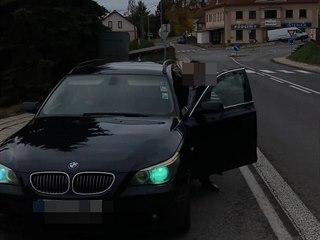 Dvojice na Náchodsku natočila šmejdy nabízející falešné zlato u silnice