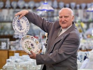 V čele dubské porcelánky Vladimír Feix stojí od roku 1970 a v roce 1991se stal...