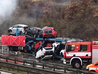 Nehoda tří kamionů na Pražském okruhu. (18. 11. 2019)