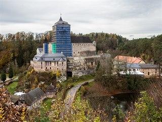 Gotický hrad Kost podstupuje rozsáhlé opravy, do skalního masivu zatékala voda...