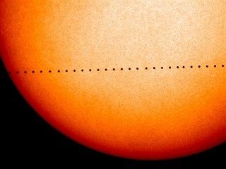 Ilustrace přechodu Merkuru před Sluncem v roce 2016