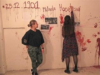 Školáci připomněli dobu před 17. listopadem výslechovou místností z padesátých...