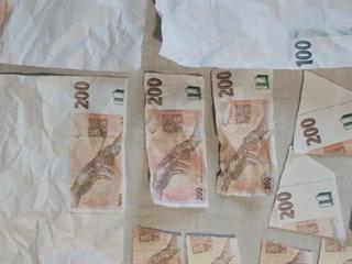 Za padělané bankovky nižší nominální hodnoty se mladému muži podařilo nakoupit.