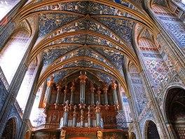 Interiér katedrály svaté Cecilie ve francouzském městě Albi