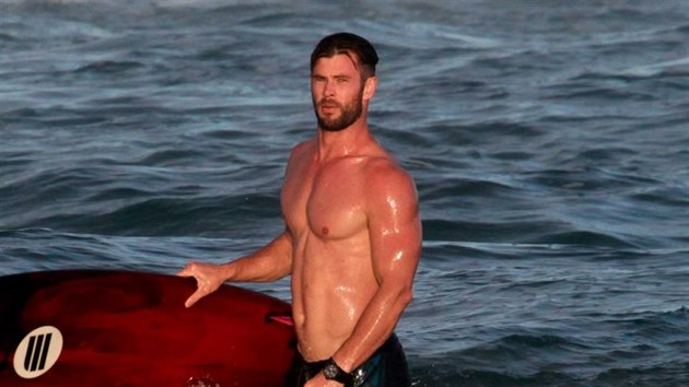 Chris Hemsworth (Byron Beach, 8. února 2019)
