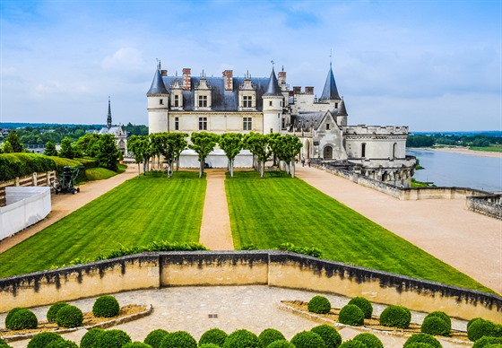 Královský zámek Amboise můžete obdivovat ze všech stran.