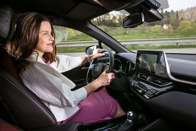 """""""Miluju řízení. Mám ráda chvíle, kdy jsem v autě sama, pustím si oblíbenou muziku a šlápnu na plyn."""""""