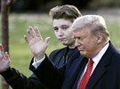 Barron Trump a jeho otec Donald Trump (Washington, 26. listopadu 2019)