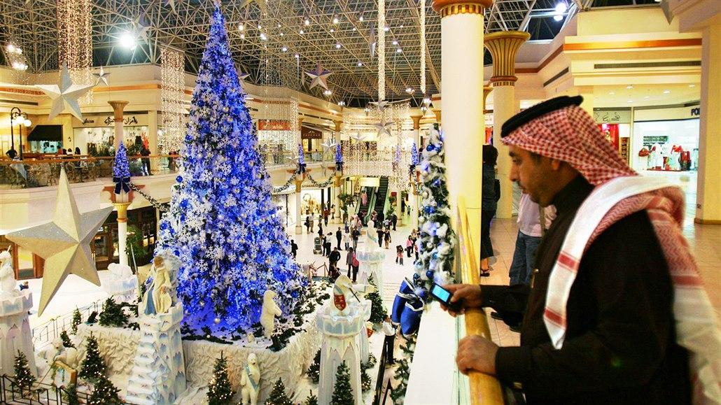 Křesťanské svátky v arabské zemi? V Emirátech hrají mše a seženete i řízek