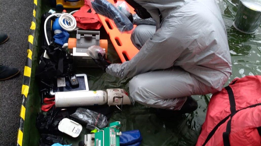 Sanitky po explozi v Hamru stále nesmí zasahovat, chemie pronikla filtry