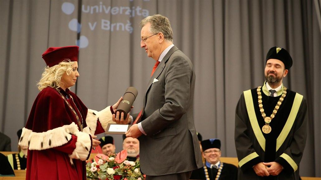 Kinský dostal medaili od univerzity, děkoval za ni svým prozíravým předkům