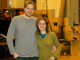 Režisér a producent Tomáš Krejčí se zpěvačkou Markétou Irglovou, která napsala...