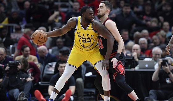 Satoranský a spol. se zasekli, doma podlehli nejhoršímu týmu NBA