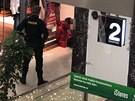 Konflikt v pražském obchodním centru na Floře skončil pobodáním. (5. prosince...