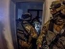 Záběry zásahové jednotky celníků ze zatýkání (2. prosince 2019)