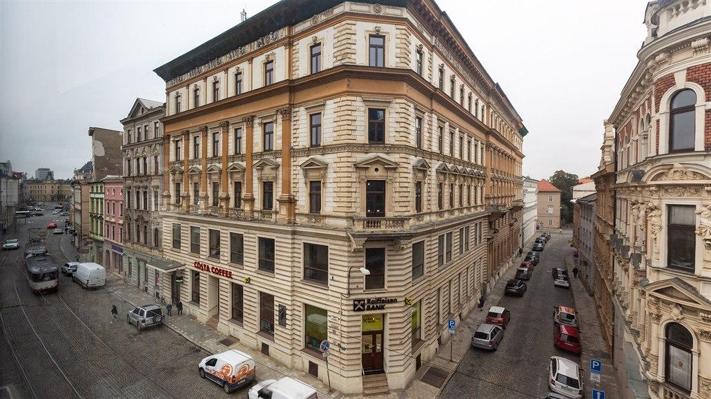 Zašlá sláva i naděje zchátralého paláce. Majitel slíbil obnovu Národního domu