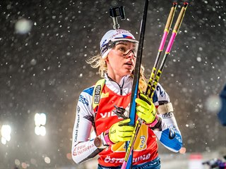 Markéta Davidová během štafetového závodu v Östersundu.