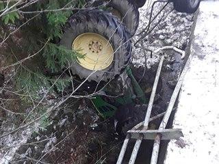 V obci Jimramov na Žďársku došlo k dopravní nehodě, během které traktor skončil...