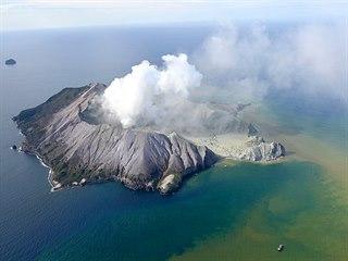 Na novozélandském ostrůvku White Island vybuchla sopka. V tu chvíli u ní byly...